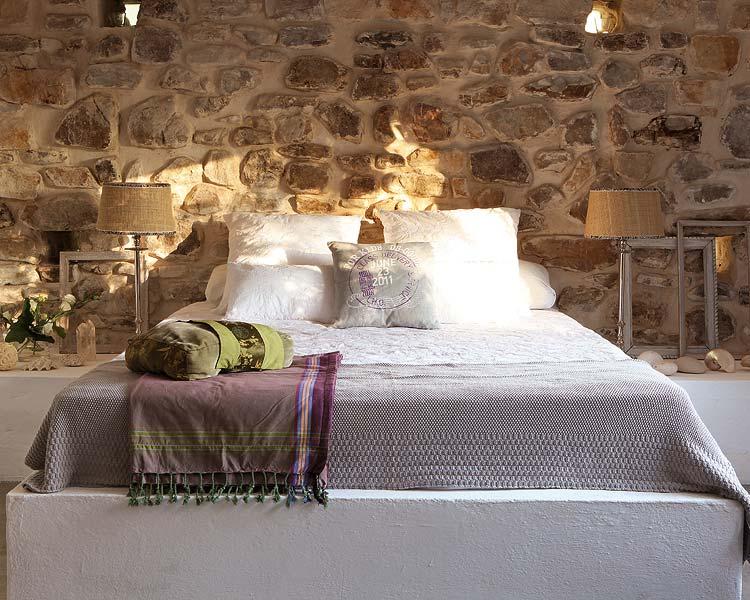 The decopages - Camera da letto con parete in pietra ...