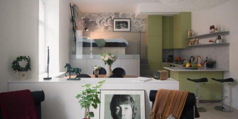 Η οικονομική ανακαίνιση μιας μικρής γκαρσονιέρας και η μετατροπή της σε ένα άνετο και λειτουργικό studio με νεανικό χαρακτήρα.